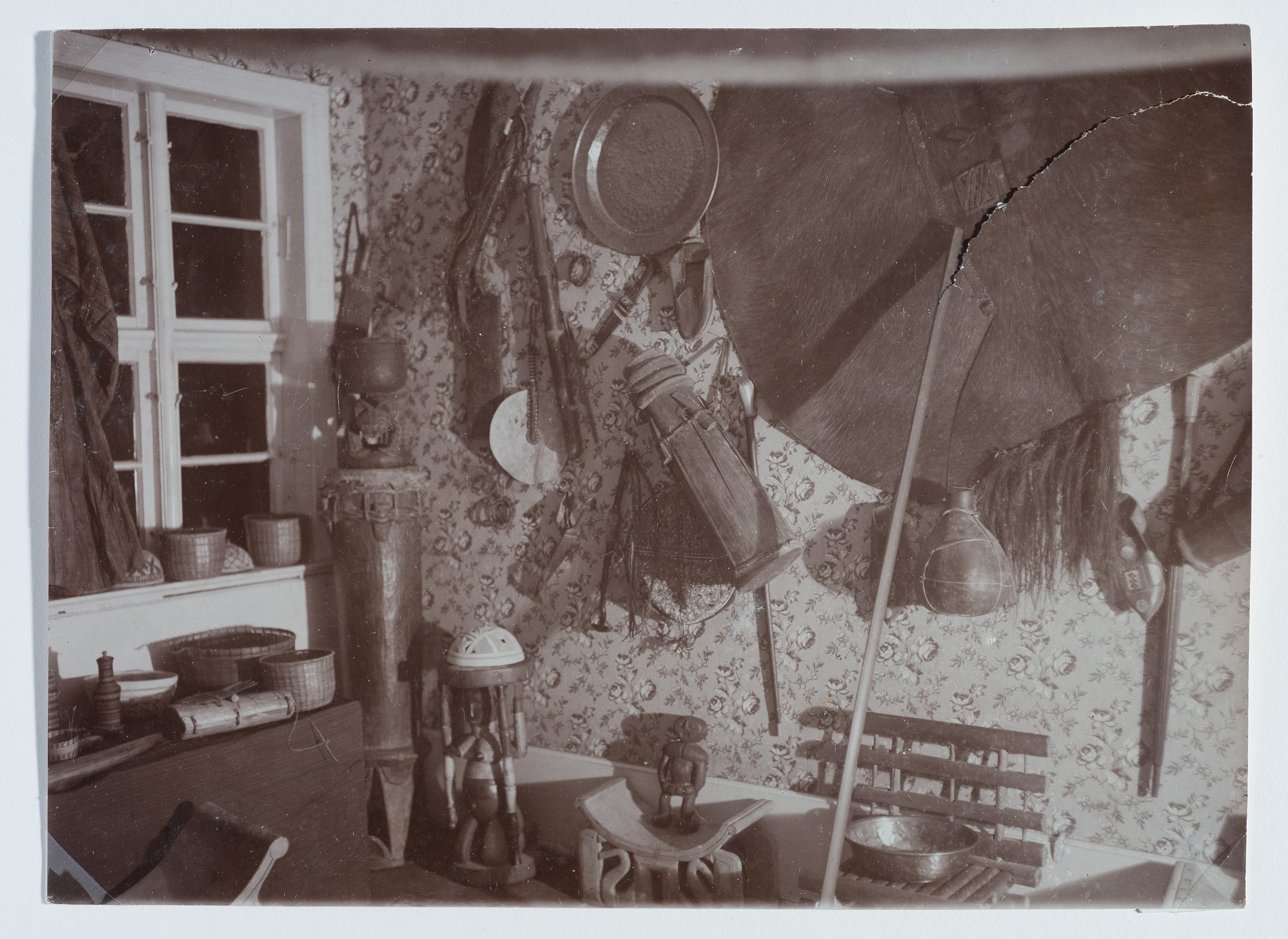 Georg Ipscher's 'Africa room' in his house in Wusterhausen, photograph, before 1935 (Wegemuseum Wusterhausen, CC BY-MC-SA))