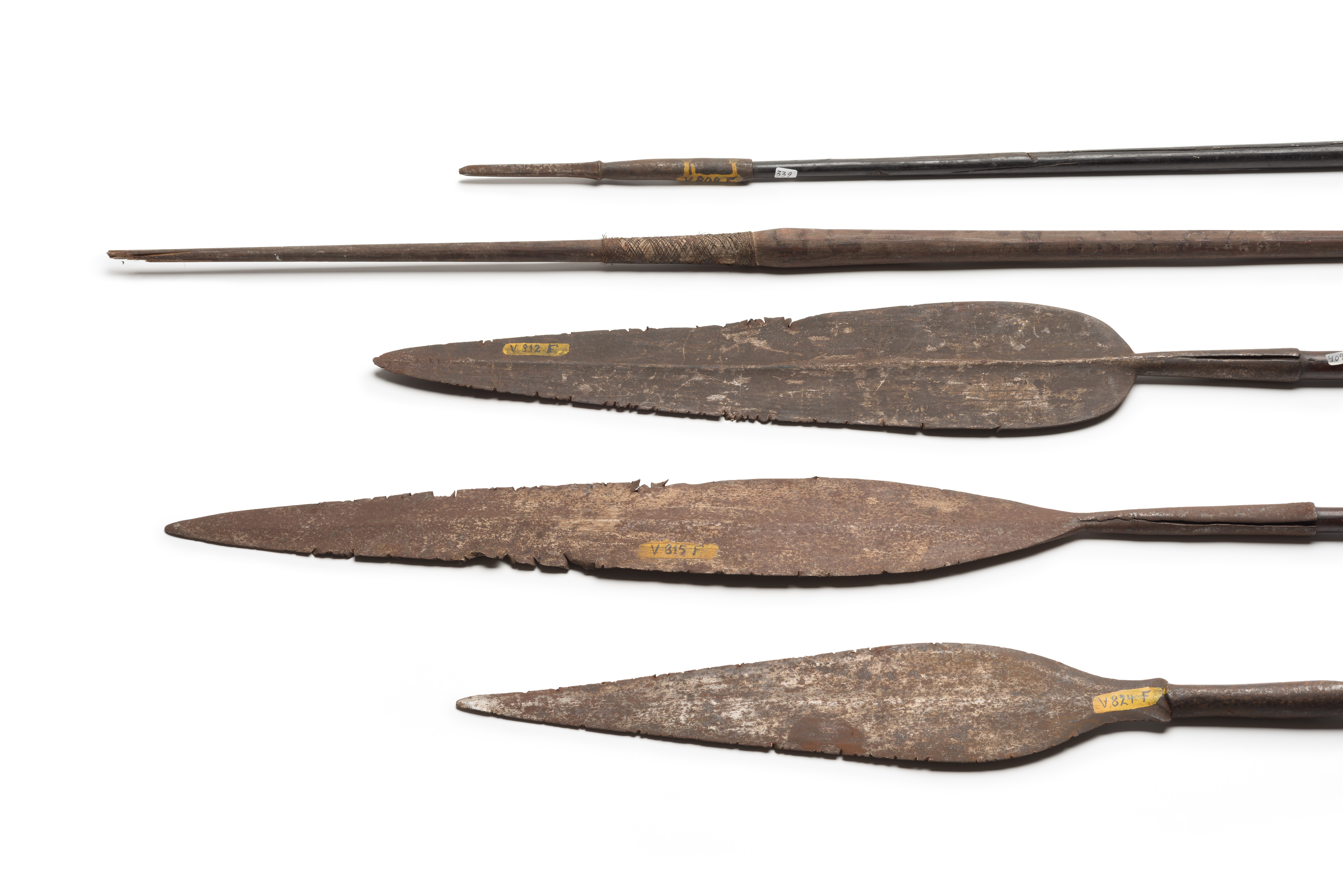 Arrows, lances and spears of mostly unexplained origin from the Hauser Collection (Museum Eberswalde, photo: Ronka Oberhammer / Lorenz Kienzle, CC BY-NC-SA)