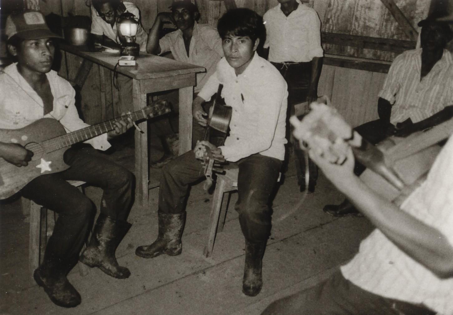 Three Mayangna musicians during sound recordings, Nicaragua, around 1980 (Museum Schloss Lübben, CC BY-NC-SA)