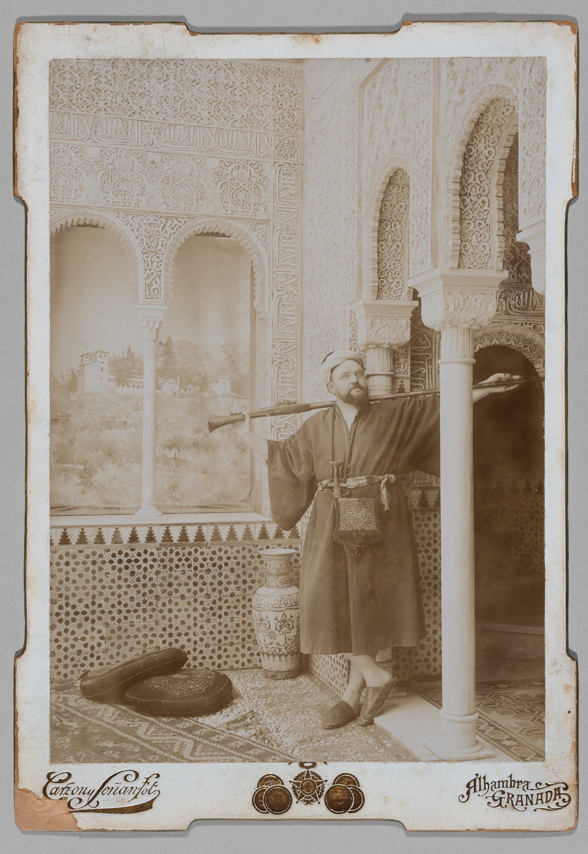 Wilhelm Gentz in Oriental garb in the Alhambra, Granada (Spain), Photographie, 1847 (Museum Neuruppin, CC BY-NC-SA)