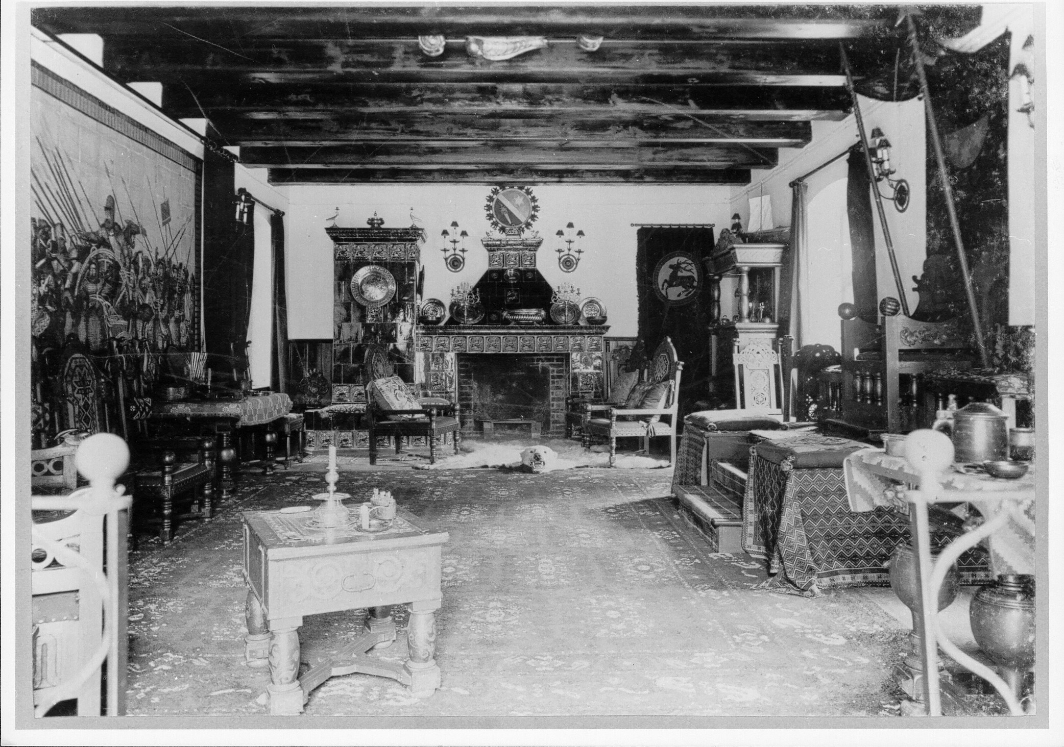 The tile painting in the armoury of Liebenberg Castle, around 1900, photograph (DKB STIFTUNG - Schloss & Gut Liebenberg, CC BY-NC-SA)